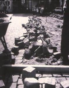 Jochen Gerz, 2146 Steine – Platz des unsichtbaren Denkmals, Saarbrücken 1990-93