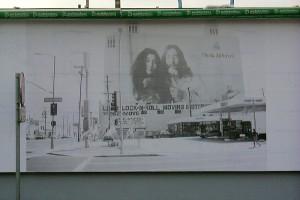 Monica Bonvicini, Do Mainly Public Thoughts on Public, Plakatwand, Graz 1999