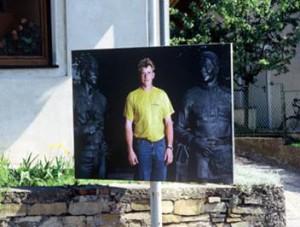 """Milica Tomić, Plakate zu Oleg Komovs Friedensdenkmal, """"Erlauf erinnert ..."""" Erlauf 2000"""