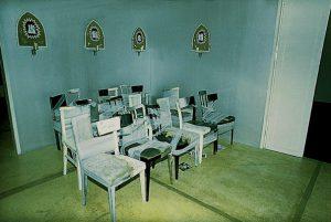 Sue Williamson, Willie Bester, Andrew Putter, Moving on. KUNST HEIMAT KUNST, Schlußpräsentation, Graz, Künstlerhaus 1994