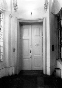 Heimo Zobernig, Erster bis einundzwanzigster März 1993, Eingang, Graz Neue Galerie 1993