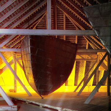 Hartmut Skerbisch, Dachbodenwerk, Das gläserne U-Boot. Krems/Stein, Alte Tabakfabrik 1988