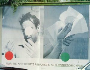 John Baldessari, WAR: THE APPROPRIATE RESPONSE IS AN OUTSTRETCHED HAND. KRIEG. Graz, Wielandgasse 1993
