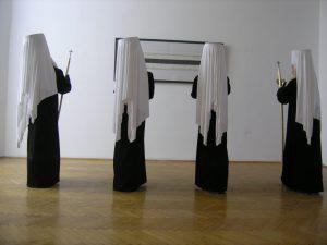 Živko Grozdanić, Vier Patriachen schauen die 200.000 Linien von Raša Todosijević, real presence, Graz, Künstlerhaus 2009