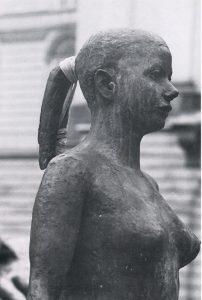Josef Pillhofer, Römisches Mädchen, Deatil, 1980/81