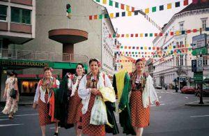 Andrea van der Straeten, Der Jahrmarkt von Sorotschintzi, Leonhardstraße 15 SIGHT.SEEING, Graz 2003