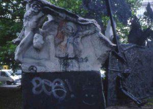 Alfred Hrdlicka, Gegendenkmal, Hamburg; Dammtorplatz 1985/86