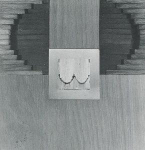 Werner Schmeiser, Schmuck ist eine Sprache, Rückansicht, 1980, ausgeführt von Karl Reichl und Eva Schmeiser-Cadia