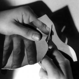 Gottfried Bechtold, Fingernägel schneiden, 1973
