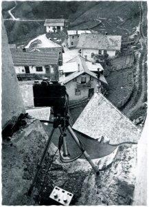 Michael Schuster, Szene aus dem gleichnamigen Stück, Ansichtskarte Nr. 7, 1980